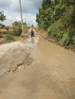 Jalan Desa Lobu Hole Menuju Desa Simanampang Kupak-Kapik, Tak Kunjung Diperbaiki