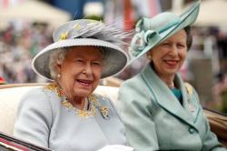 Diizinkan Menetap di Kanada, Ratu Elizabeth Khawatir Nasib Harry Seperti Lady Di