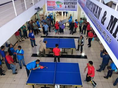 96 Wartawan Ikuti Turnamen Tenis Meja Piala PWI di Pekanbaru