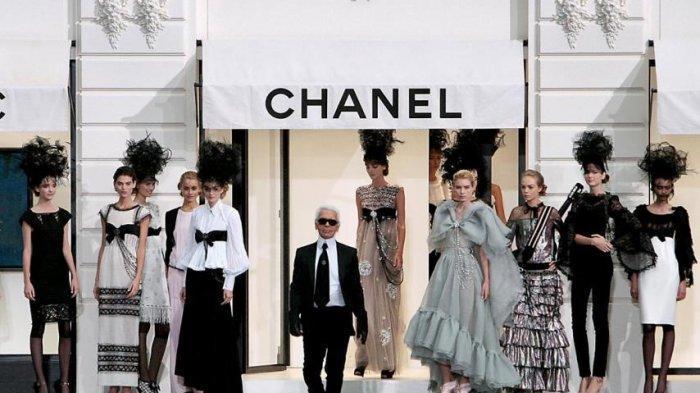 Duka Hollywood Sehubungan Wafatnya Desainer Rumah Mode Channel