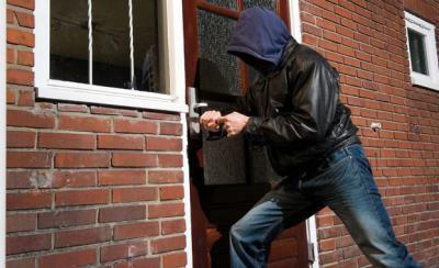 Polsek Delitua Amankan 2 Pencuri Pagar Rumah
