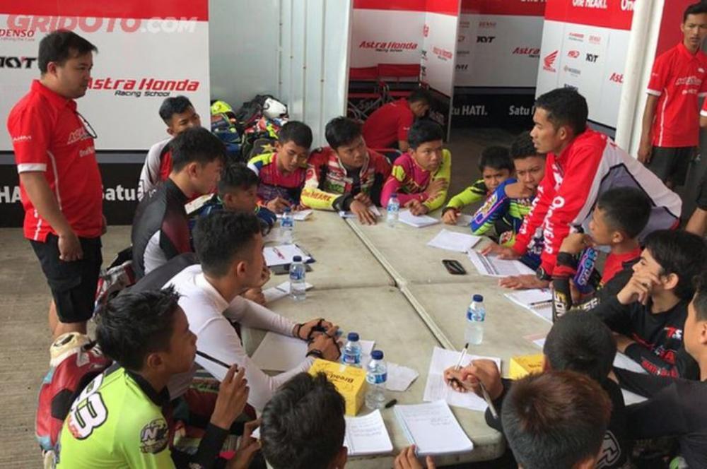 Wujudkan Mimpi Road To MotoGP Mulai dengan Daftar Astra Honda Racing School