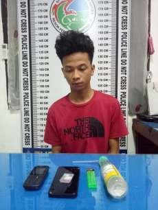 Dicurigai Konsumsi Sabu, Pria Ini Tak Berkutik Saat Digerebek Polisi di Rumahnya
