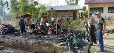 Duarr !!!... Kompor Gas Meledak, Rumah Petani di Sosopan Palas Hangus Terbakar