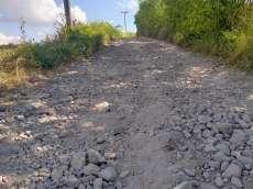 Jalan Menuju Huta Tano Kecamatan Purba Rusak Parah
