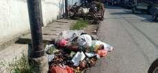 Sampah Dibiarkan Menumpuk di Jalan Persatuan Tebingtinggi
