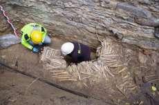 Arkeolog Temukan Tembok yang Terbuat dari Tulang Manusia