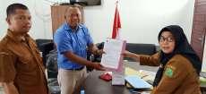 Kades Huta Raja Lamo Serahkan Surat Hibah Pertapakan Pembangunan USB