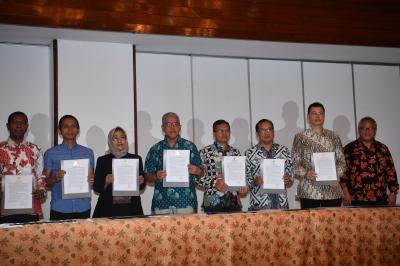 Jaga Independensi Debat, Panelis-Moderator Teken Pakta Integritas