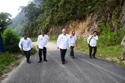 Bupati Pakpak Bharat dan ODP Pemprov Sumut Tinjau Jalan Provinsi Berbatasan dengan Humbahas