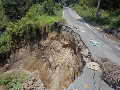 Jalan Lingkar Kabanjahe - Kacaribu Longsor