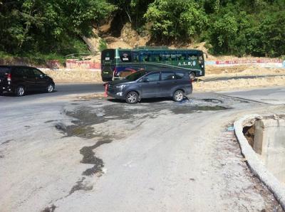 Jalinsum Sekitar Jembatan Siduadua Parapat Rusak, Ganggu Pengguna Jalan