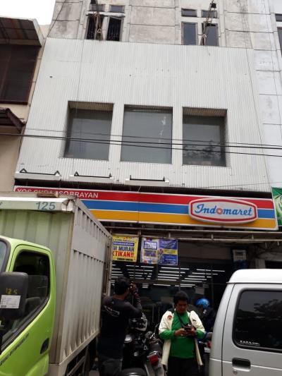 Perampok Bersenjata Laras Panjang Beraksi di Minimarket Jalan KL Yos Sudarso Medan