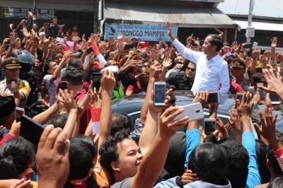 Puluhan Ribu Warga Humbahas Sambut Jokowi di Doloksanggul