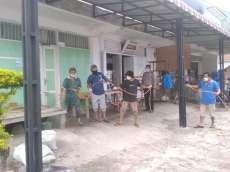 Antisipasi Covid-19, Rumah Penduduk Haranggaol Disemprot Disinfektan