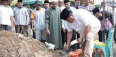 Bupati Labura Letakkan Batu Pertama Pembangunan Masjid Al Hidayah