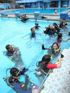 Penyelam Profesional Nikmati Scuba Diving Bersama Kaum Disabilitas