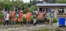 Antisipasi Covid-19, Warga Mekar Sari Raya Gotong Royong Semprot Disinfektan di 6 Dusun