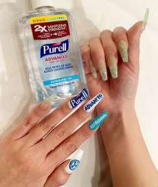 Musim Corona, Seorang Wanita Bikin Nail Art Terinspirasi dari Hand Sanitizer