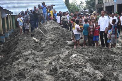 Sambangi Korban Banjir Sentani, Jokowi Bahas Relokasi Rumah Warga,