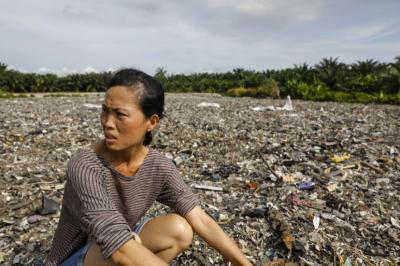 Malaysia Kembalikan Sampah Plastik ke Negara Asalnya