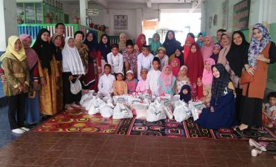 Yayasan PIN Tebingtinggi Bagikan  Paket Lebaran kepada Puluhan Yatim