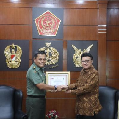 Pemerintah Beri Penghargaan 3 Prajurit TNI yang Gugur Saat Amankan Pemilu 2019