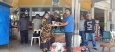 Ketua DPRD Karo Bagi Sembako Kepada Supir CV Sebayang
