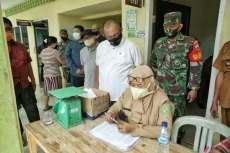 Akhyar Tinjau Penyaluran Bansos Tahap II di Kelurahan Mabar