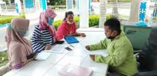 Ibu-ibu Datangi Kantor DPRD Deliserdang Keluhkan Istri Kades Terima BST Kemensos