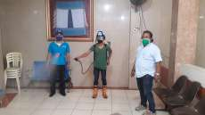 Harian SIB Bekerjasama Dengan Human Initiative Sumut Melakukan Penyemprotan Disinfektan Secara Berkala