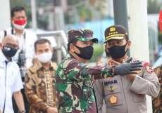 TNI dan Polri Disiplinkan Rakyat