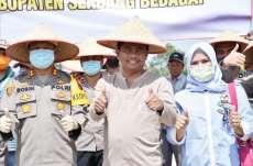 Wabup Darma Wijaya Tabur Benih Padi di Areal Pencetakan Sawah Baru