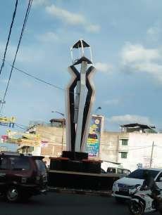 Kerangka Besi Logo Pemkab Labuhanbatu di Tugu Simpang Enam Nyaris Copot