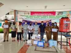 Martin Manurung Salurkan Bantuan APD di Pulau Nias