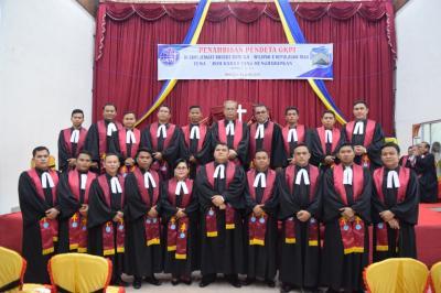 Bishop GKPI Pdt Oloan Pasaribu MTh Tahbiskan 18 Pendeta
