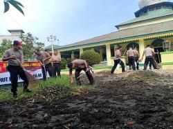 Sambut HUT ke 73 Bhayangkara , Polres Tanjungbalai Bersihkan Rumah Ibadah
