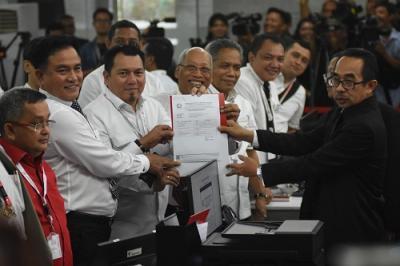 Tim Hukum Jokowi-Ma'ruf Serahkan 19 Bukti ke MK, Ada CD-Rekaman