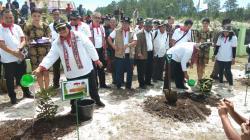 Menko Perekonomian Bersama Menteri LHK Turun ke Huta Ginjang Muara
