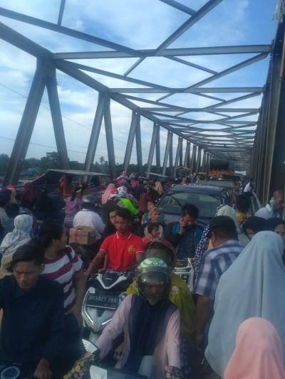Pedagang di Jembatan Tabayang Semrawut, Lalu Lintas Macet