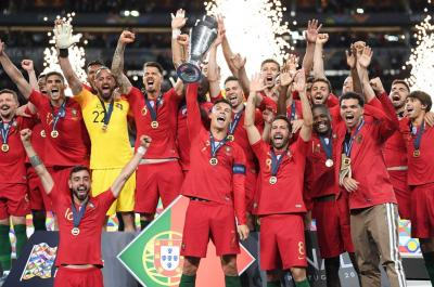 Kado Manis Hari Nasional Portugal