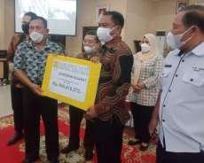 Puluhan Warga Sergai Terima UGR Atas Pengadaan Tanah Jalan Tol
