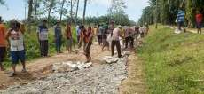 "Masyarakat Bandarnagori ""Marharoan Bolon"" Perbaiki Jalan Rusak Sepanjang 3 Km"